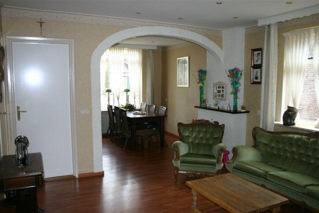 Sfeervolle woonkamer van 25 5 m2 voorzien van laminaat vloer gemetselde schouw voor een - Hoe een rechthoekige woonkamer te voorzien ...